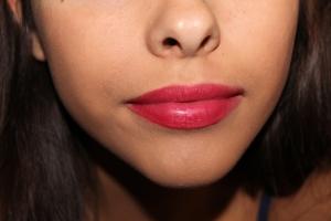 r ligth red lips