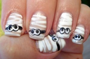 halloween mummy nails